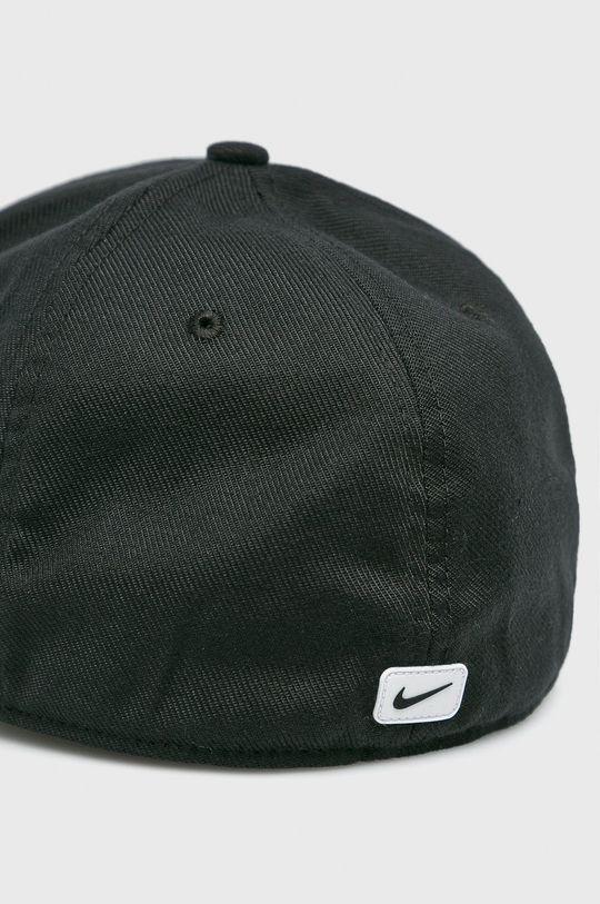 Nike Sportswear - Čepice  Hlavní materiál: 3% Elastan, 97% Polyester Jiné materiály: 100% Bavlna