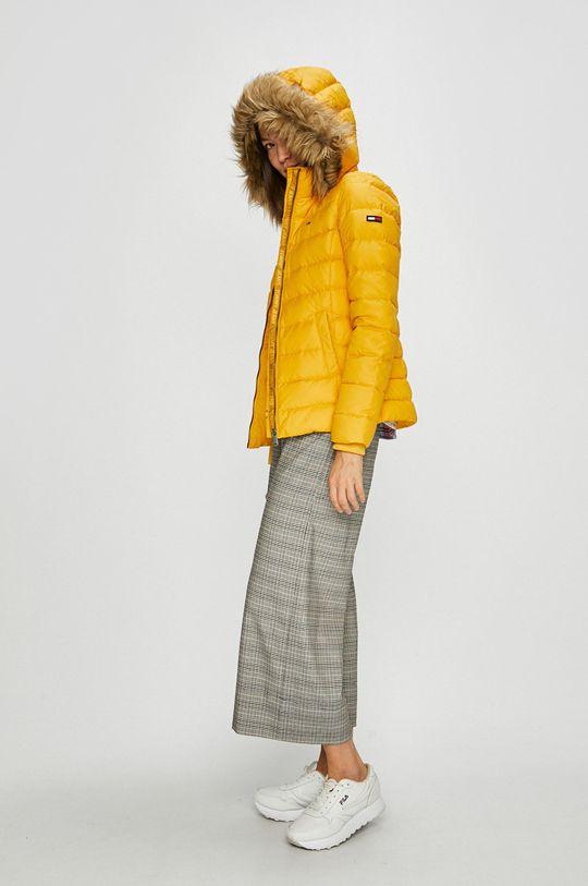 Tommy Jeans - Péřová bunda žlutá