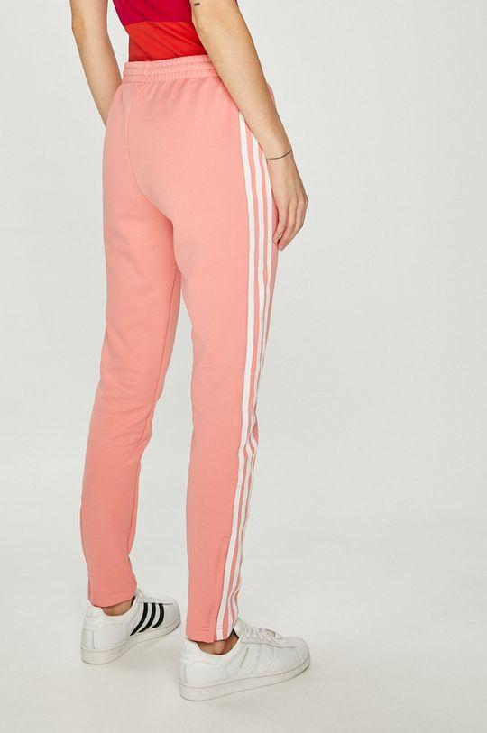 adidas Originals - Панталони  Основен материал: 25% Памук, 5% Еластан, 70% Полиестер Подплата на джоба: 100% Полиестер