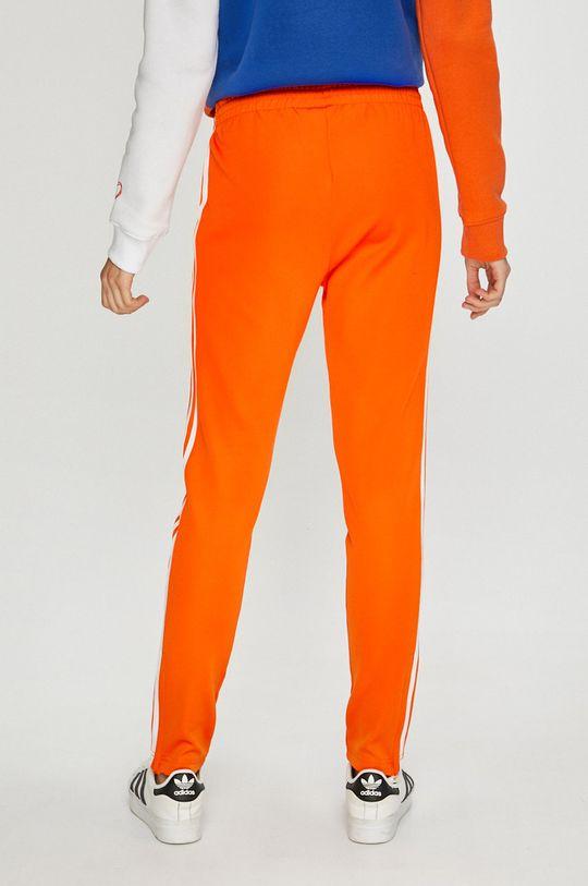 adidas Originals - Панталони  Основен материал: 25% Памук, 5% Еластан, 70% Полиестер Подплата на джоба: 100% Рециклиран полиестер