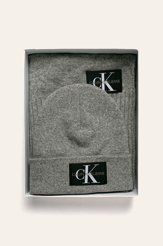 Calvin Klein Jeans - Čepice a šála