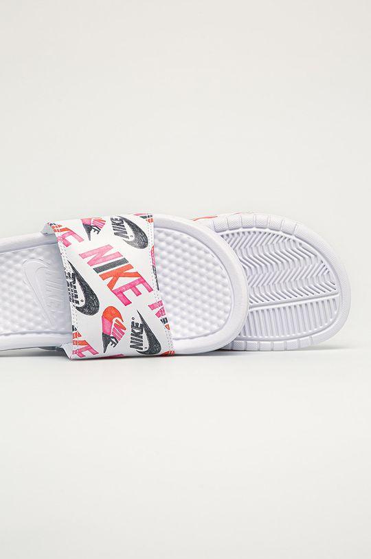 Nike Sportswear - Шльопанці Nike Benassi  Халяви: Синтетичний матеріал Внутрішня частина: Текстильний матеріал Підошва: Синтетичний матеріал