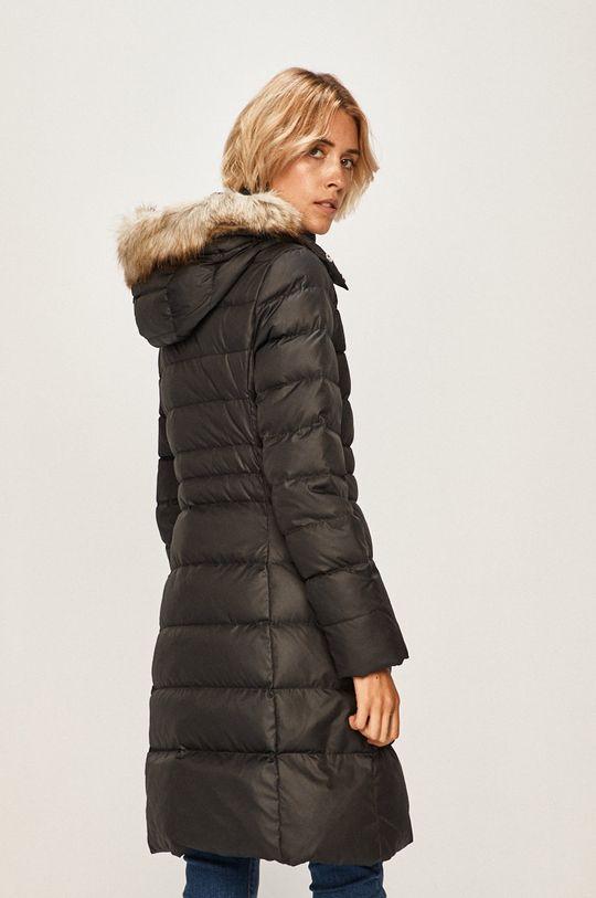 Calvin Klein - Péřová bunda Podšívka: 100% Polyester Výplň: 30% Peří, 70% Chmýří Hlavní materiál: 100% Polyester Umělá kožešina: 53% Akryl, 47% Modacryl