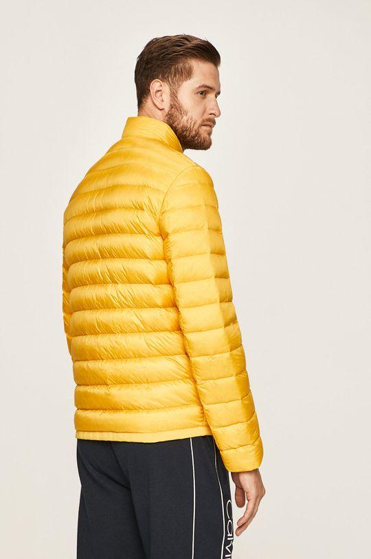 Calvin Klein - Bunda Vnitřek: 10% Peří, 90% Chmýří Podšívka: 100% Polyamid Hlavní materiál: 100% Polyamid Jiné materiály: 2% Elastan, 98% Polyester Provedení: 100% Polyester
