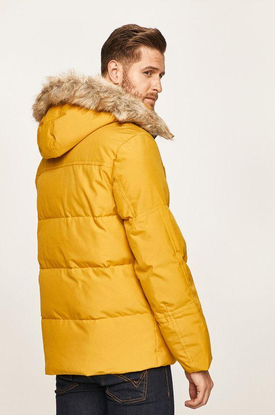 Calvin Klein - Bunda Podšívka: 100% Polyester Výplň: 100% Polyester Hlavní materiál: 100% Polyester Provedení: 2% Elastan, 98% Polyester