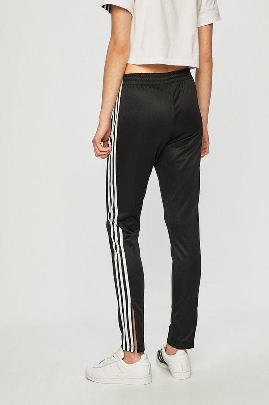 adidas Originals - Kalhoty  Hlavní materiál: 3% Elastan, 14% Recyklovaný polyester, 83% Polyester Podšívka kapsy: 100% Recyklovaný polyester
