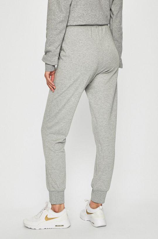 Nike Sportswear - Kalhoty Hlavní materiál: 25% Viskóza, 50% Polyester, 25% Bavlna Provedení: 49% Polyester, 25% Viskóza, 3% Elastan, 23% Bavlna
