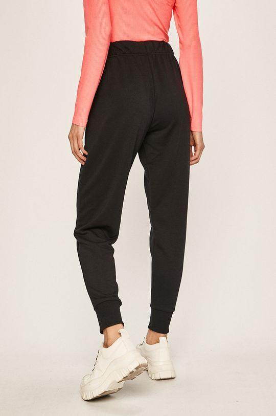 Nike Sportswear - Kalhoty  Hlavní materiál: 100% Polyester Stahovák: 4% Elastan, 96% Polyester