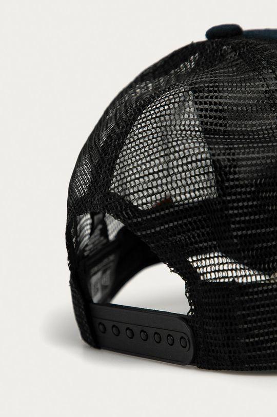 New Era - Caciula  Material 1: 60% Poliester , 40% Lana Material 2: 100% Poliester