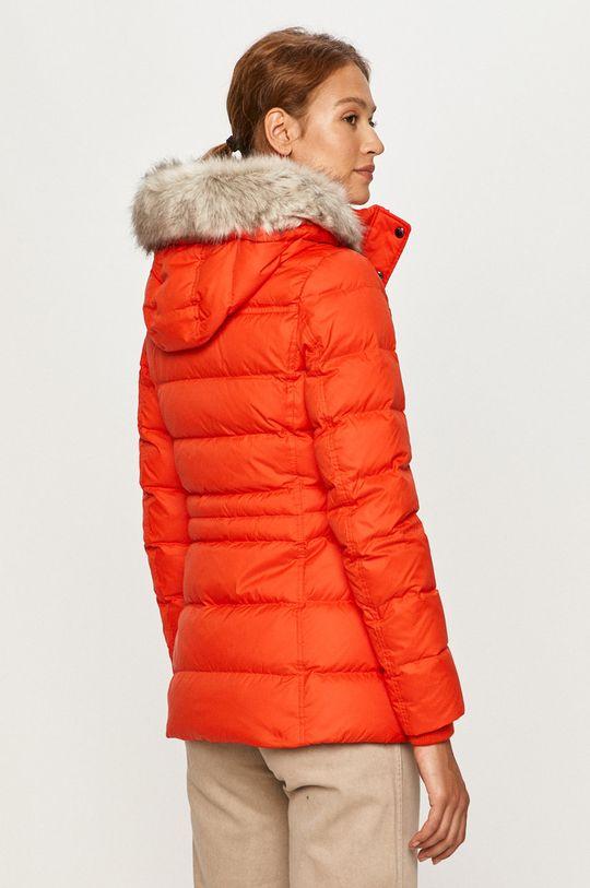 Tommy Hilfiger - Páperová bunda  Podšívka: 100% Polyamid Výplň: 30% Páperie, 70% Páperie Základná látka: 100% Polyester Umelá kožušina: 6% Akryl, 94% Modacryl