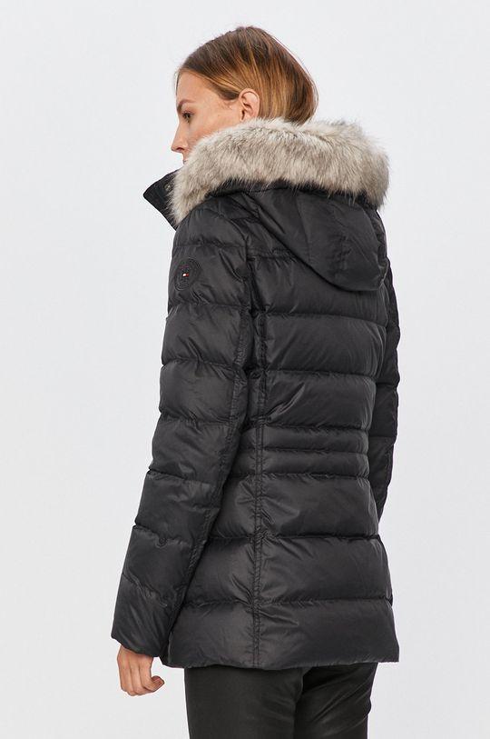 Tommy Hilfiger - Péřová bunda  Podšívka: 100% Polyamid Výplň: 30% Peří, 70% Chmýří Hlavní materiál: 100% Polyester Umělá kožešina: 6% Akryl, 94% Modacryl