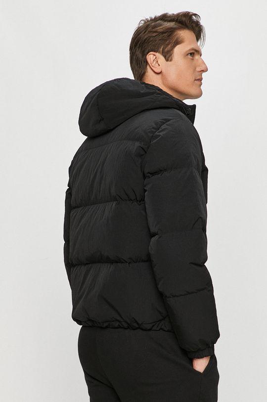 Lacoste - Péřová bunda  Podšívka: 100% Polyamid Výplň: 20% Peří, 80% Chmýří Hlavní materiál: 100% Polyamid Podšívka kapuce: 100% Polyester