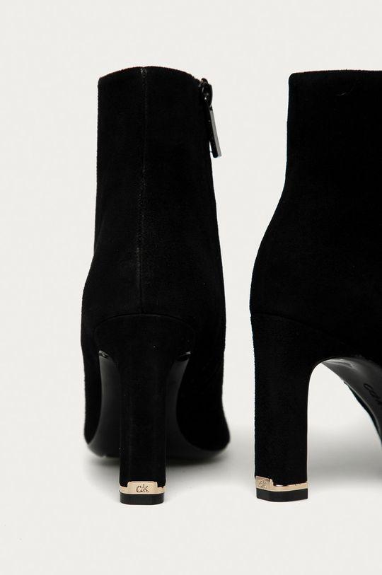 Calvin Klein - Botki zamszowe Cholewka: Skóra zamszowa, Wnętrze: Materiał syntetyczny, Materiał tekstylny, Podeszwa: Materiał syntetyczny