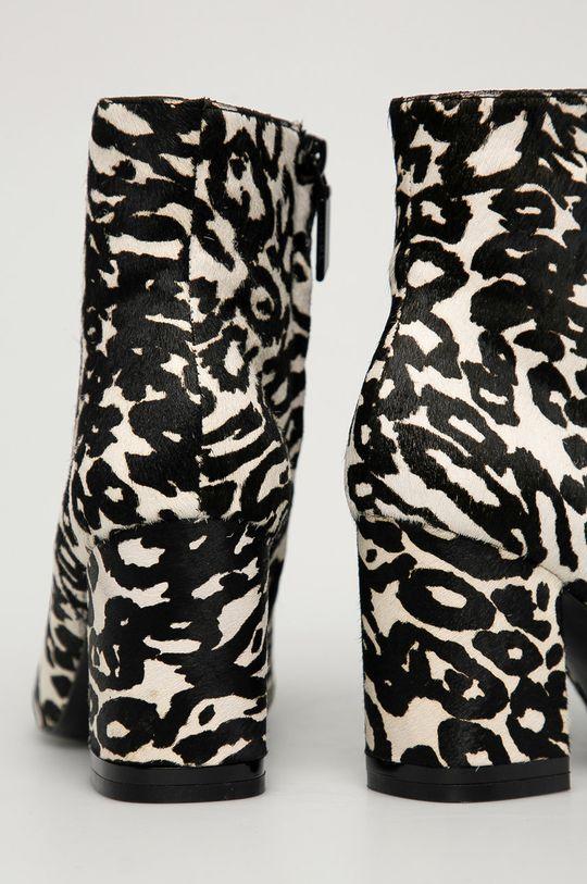 Calvin Klein - Botki zamszowe Cholewka: Skóra naturalna, Wnętrze: Materiał tekstylny, Skóra naturalna