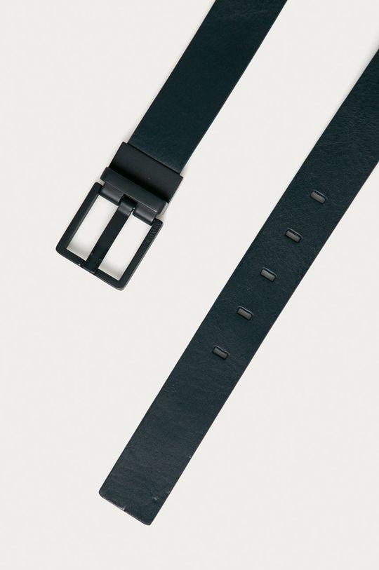 Calvin Klein - Kožený opasok tmavomodrá