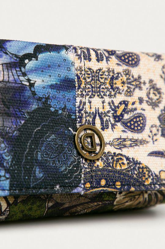 Desigual - Peněženka  Materiál č. 1: 100% Bavlna Materiál č. 2: 100% Polyester Pokyny k praní a údržbě:  nelze sušit v sušičce, nebělit, nežehlit, neprat, Nečistit chemicky