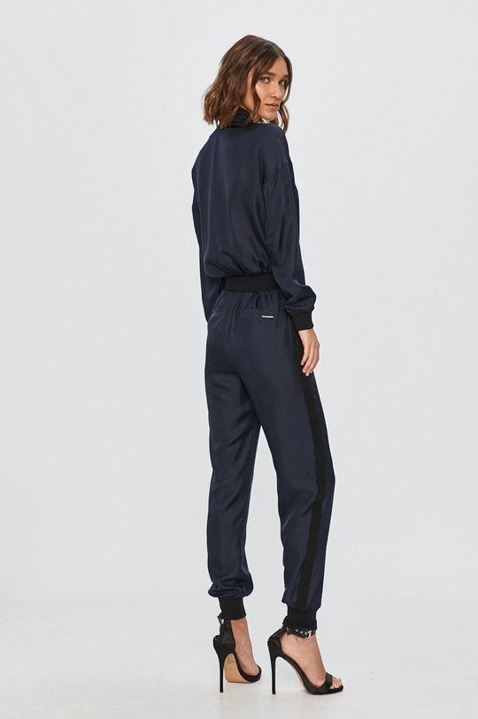Karl Lagerfeld - Salopeta  Materialul de baza: 100% Matase Banda elastica: 35% Nailon, 65% Viscoza