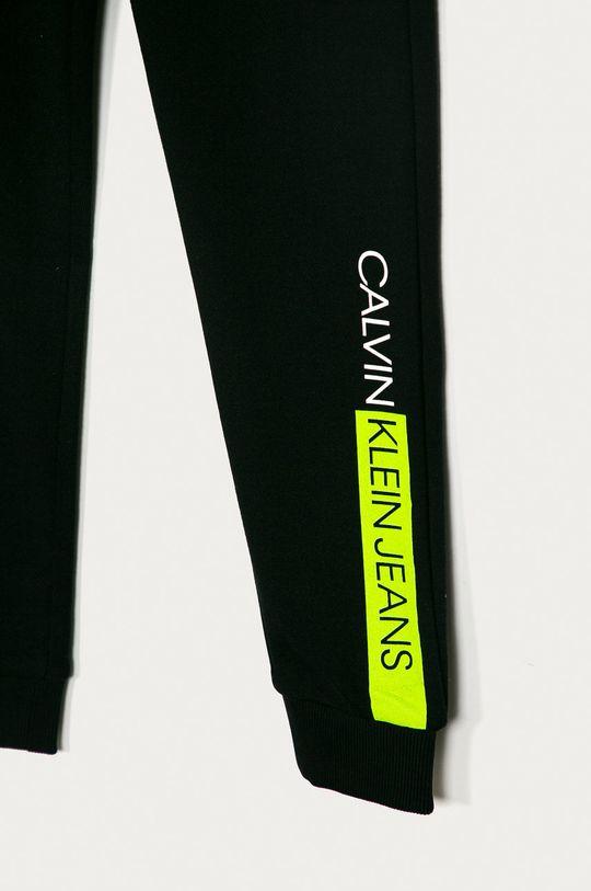 Calvin Klein Jeans - Dětské kalhoty 128-176 cm černá