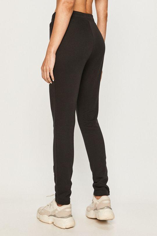 Reebok Classic - Pantaloni  Materialul de baza: 100% Bumbac Banda elastica: 95% Bumbac, 5% Elastan