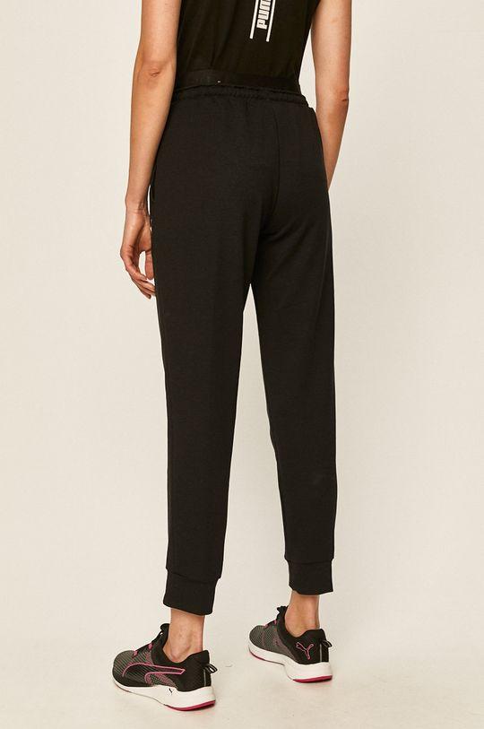 Puma - Kalhoty  Hlavní materiál: 7% Elastan, 69% Polyester, 24% Viskóza Ozdobné prvky: 12% Elastan, 88% Nylon