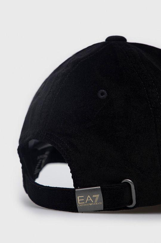 EA7 Emporio Armani - Sapca  Captuseala: 100% Poliester  Materialul de baza: 98% Bumbac, 2% Elastan Banda: 100% Bumbac