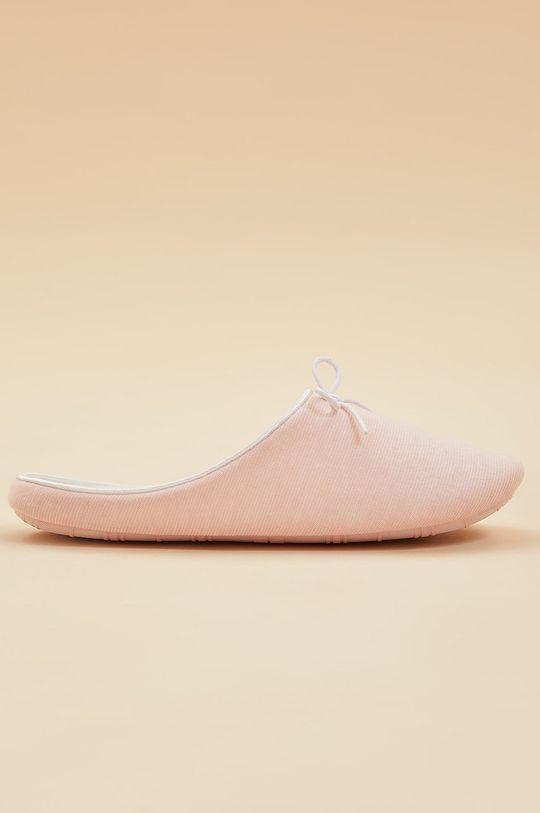 pastelowy różowy Etam - Kapcie HOUSE Damski