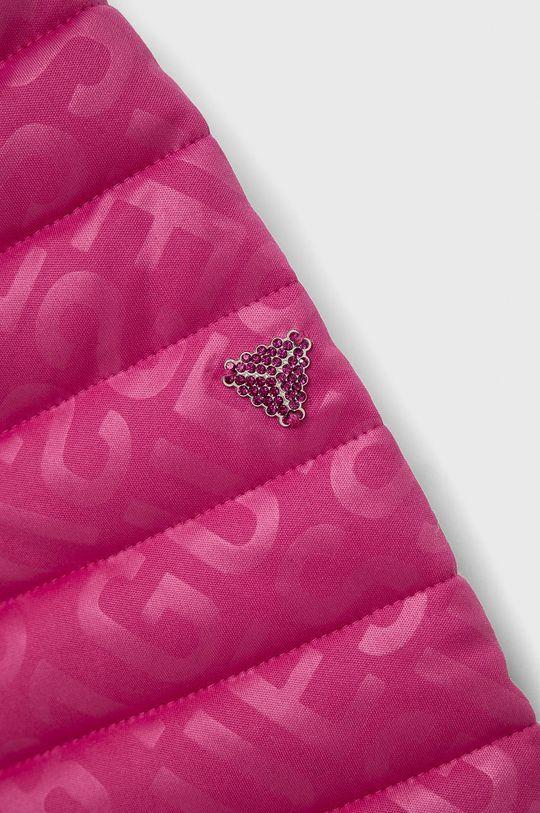 Guess - Dětská bunda  Výplň: 100% Polyester Hlavní materiál: 100% Polyester Podšívka kapsy: 90% Polyester, 10% Spandex Provedení: 100% Polyuretan