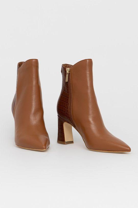 Guess - Kožené kotníkové boty zlatohnědá