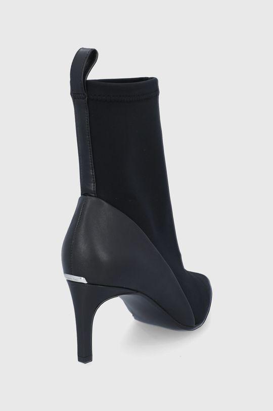 Calvin Klein - Nízké kozačky  Svršek: Textilní materiál, Přírodní kůže Vnitřek: Textilní materiál, Přírodní kůže Podrážka: Umělá hmota