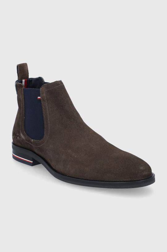 Tommy Hilfiger - Semišové kotníkové boty cihlová