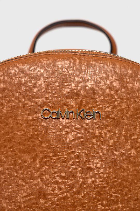 Calvin Klein - Ruksak zlatohnedá