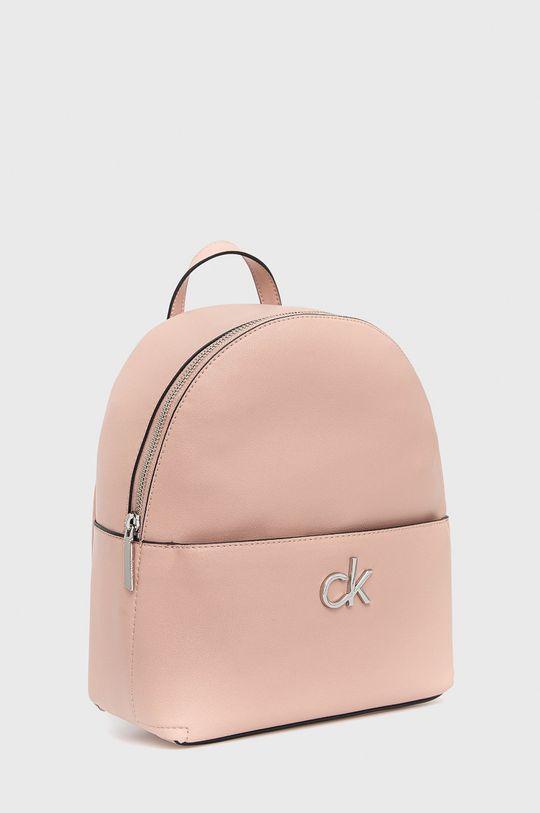 Calvin Klein - Batoh  25% Polyester, 51% Polyvinyl, 2% Jiný materiál, 22% Termoplastický polyuretan