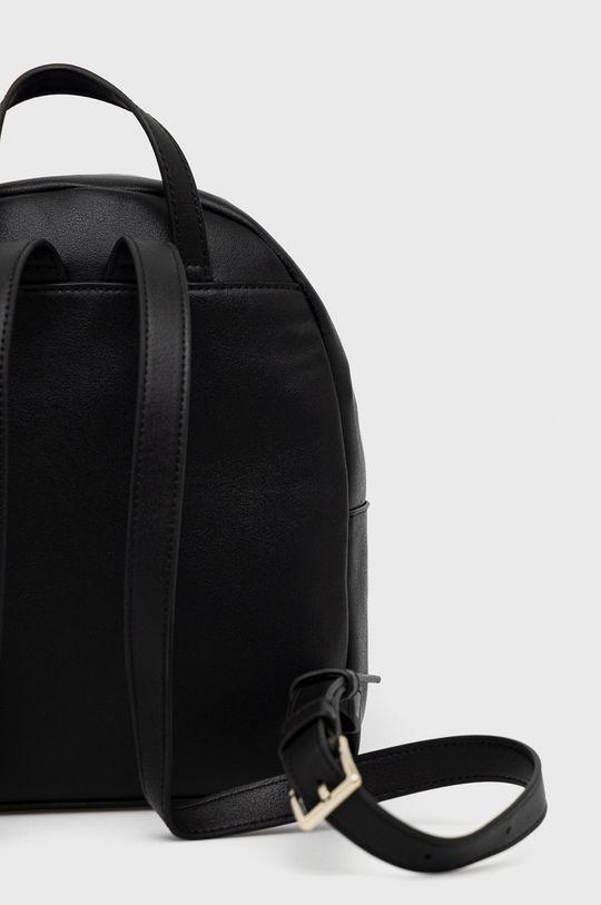 Calvin Klein - Ruksak  25% Polyester, 51% Polyvinyl , 2% Iná látka, 22% Termoplastický polyuretán