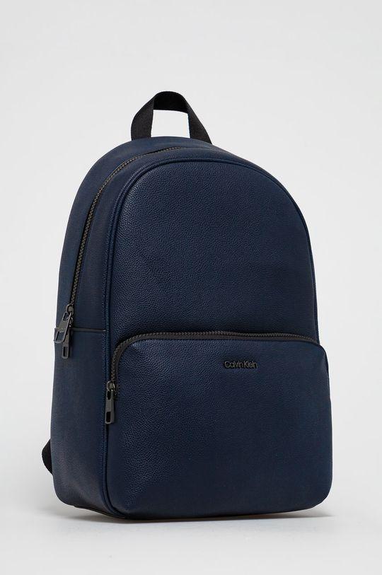 Calvin Klein - Ruksak  25% Polyester, 24% Polyuretán, 51% Polyvinyl