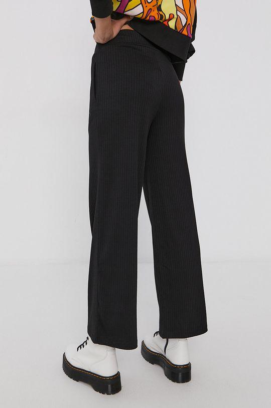 Puma - Pantaloni  Materialul de baza: 34% Bumbac, 4% Elastan, 62% Poliester  Captuseala buzunarului: 100% Bumbac