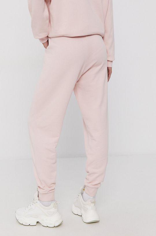 Puma - Pantaloni  Materialul de baza: 100% Bumbac Captuseala buzunarului: 100% Bumbac Banda elastica: 96% Bumbac, 4% Elastan