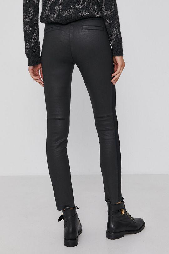 Pennyblack - Kalhoty  Hlavní materiál: 98% Bavlna, 2% Elastan Jiné materiály: 61% Bavlna, 6% Elastan, 33% Polyamid