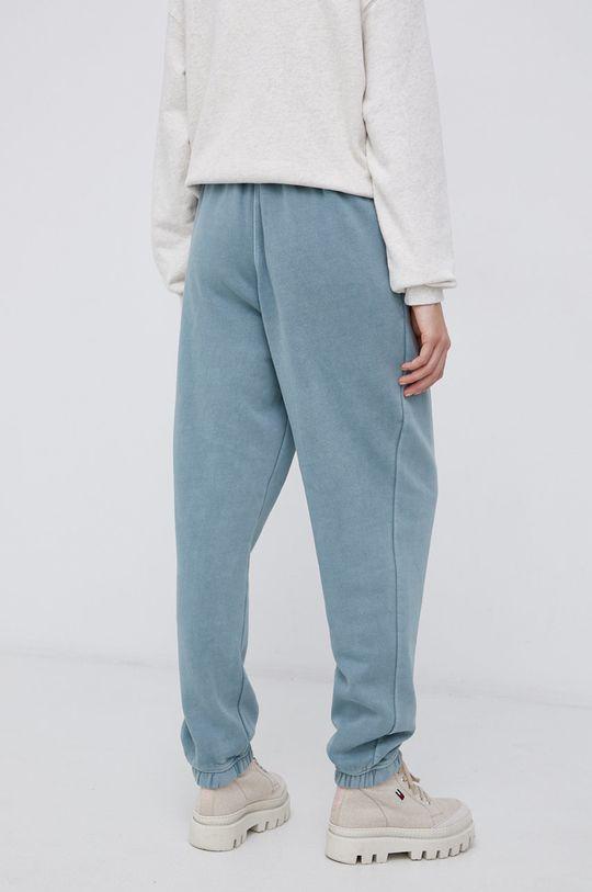 Reebok Classic - Kalhoty  Hlavní materiál: 80% Organická bavlna, 20% Recyklovaný polyester Podšívka kapsy: 100% Organická bavlna