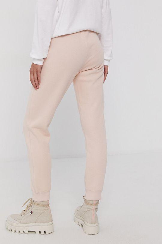 Champion - Pantaloni  Materialul de baza: 73% Bumbac, 27% Poliester  Insertiile: 100% Bumbac Banda elastica: 98% Bumbac, 2% Elastan