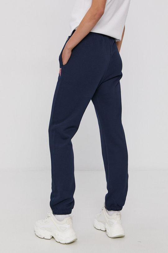 Champion - Pantaloni  Materialul de baza: 73% Bumbac, 27% Poliester  Insertiile: 100% Bumbac