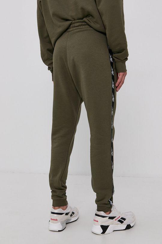 Reebok - Kalhoty  Hlavní materiál: 70% Bavlna, 30% Polyester Stahovák: 95% Bavlna, 5% Elastan