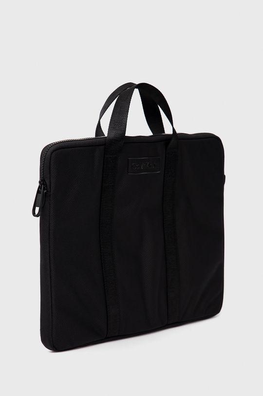 Calvin Klein - Obal na notebook  Podšívka: 100% Polyester Hlavní materiál: 98% Polyester, 2% Polyuretan