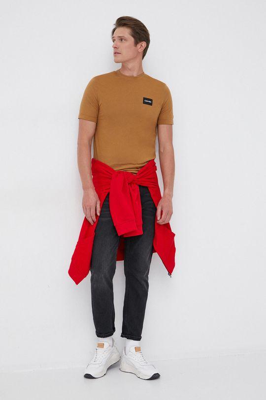 Calvin Klein - T-shirt bawełniany złoty brąz