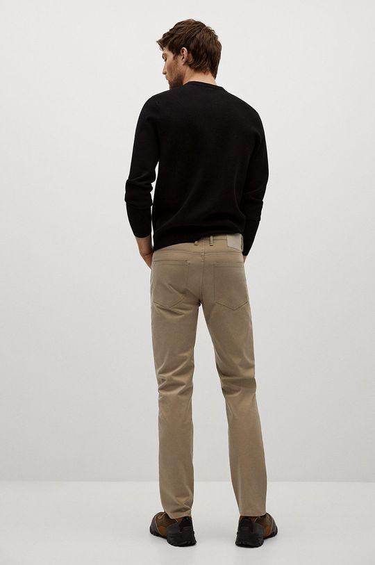 Mango Man - Pantaloni PISA  Materialul de baza: 98% Bumbac, 2% Elastan Captuseala buzunarului: 35% Bumbac, 65% Poliester