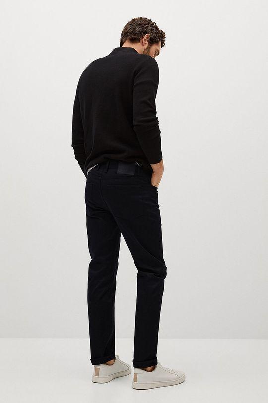 Mango Man - Kalhoty PISA  Hlavní materiál: 98% Bavlna, 2% Elastan Podšívka kapsy: 35% Bavlna, 65% Polyester