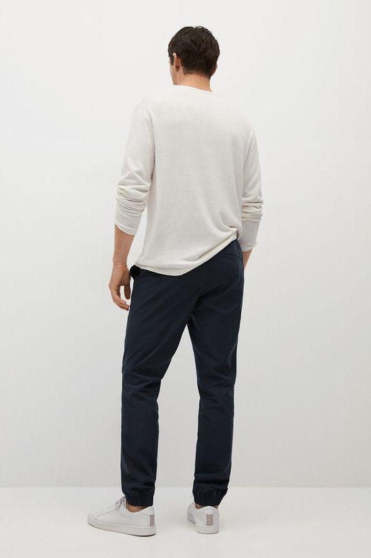 Mango Man - Kalhoty Roma  Podšívka: 35% Bavlna, 65% Polyester Hlavní materiál: 50% Bavlna, 50% Lyocell