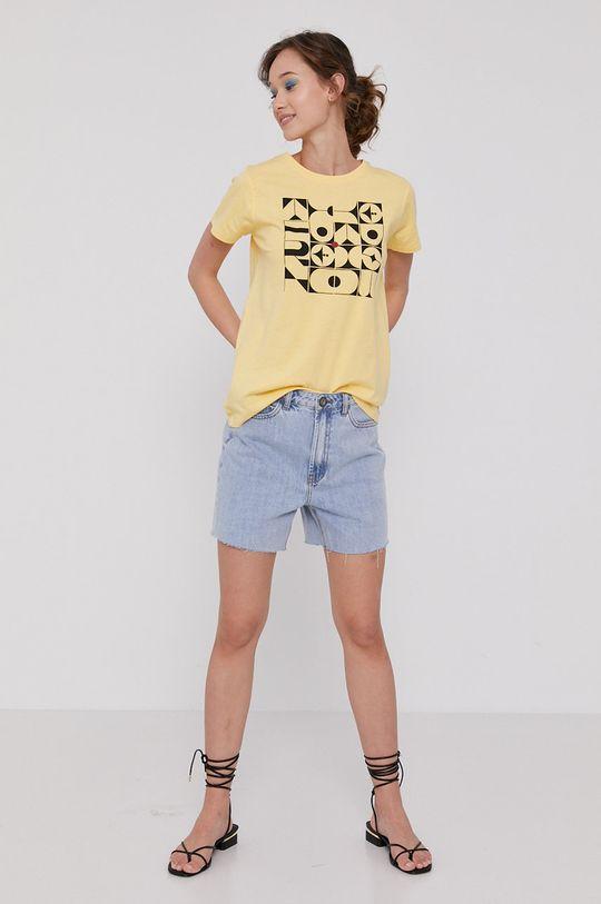 Medicine - T-shirt by Bartek Bojarczuk żółto - zielony