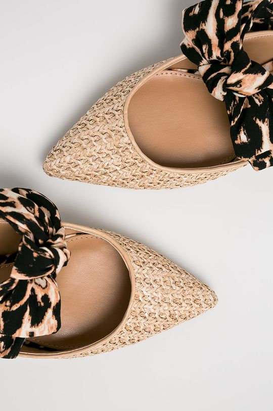 Steve Madden - Papucs cipő Emika  Szár: textil, természetes bőr Belseje: szintetikus anyag Talp: szintetikus anyag