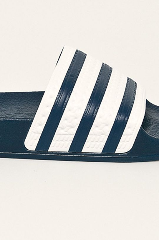 adidas Originals - Šľapky <p>Zvršok: Syntetická látka Vnútro: Syntetická látka, Textil Podrážka: Syntetická látka</p>