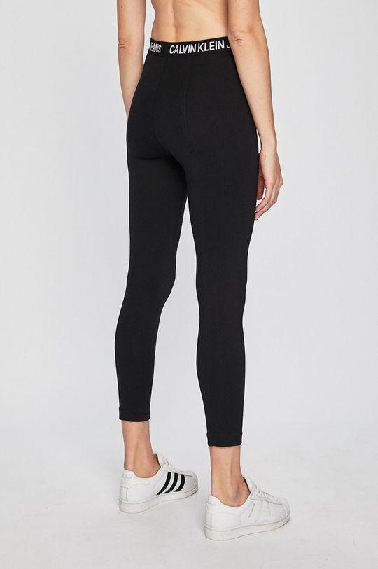 Calvin Klein Jeans - Legíny  Hlavní materiál: 5% Elastan, 27% Polyamid, 68% Viskóza Provedení: 11% Elastan, 89% Polyester
